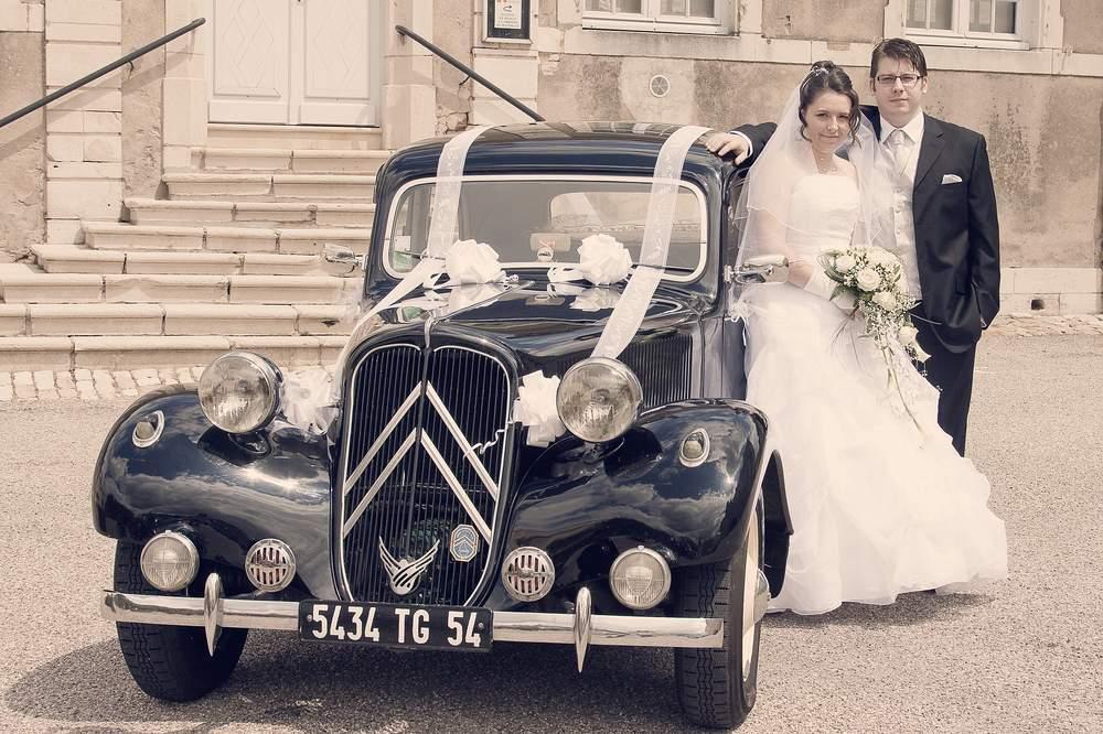 photographe mariage lorraine couple vieille voiture