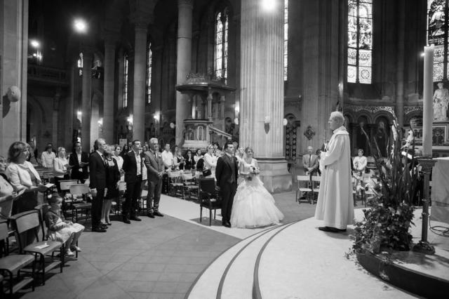 photographe mariage lorraine eglise noir et blanc