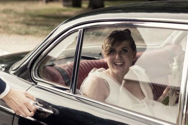 photographe mariage nancy mariee dans la voiture