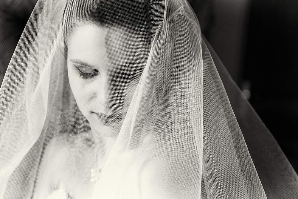 photographe mariage nancy mariee en noir et blanc