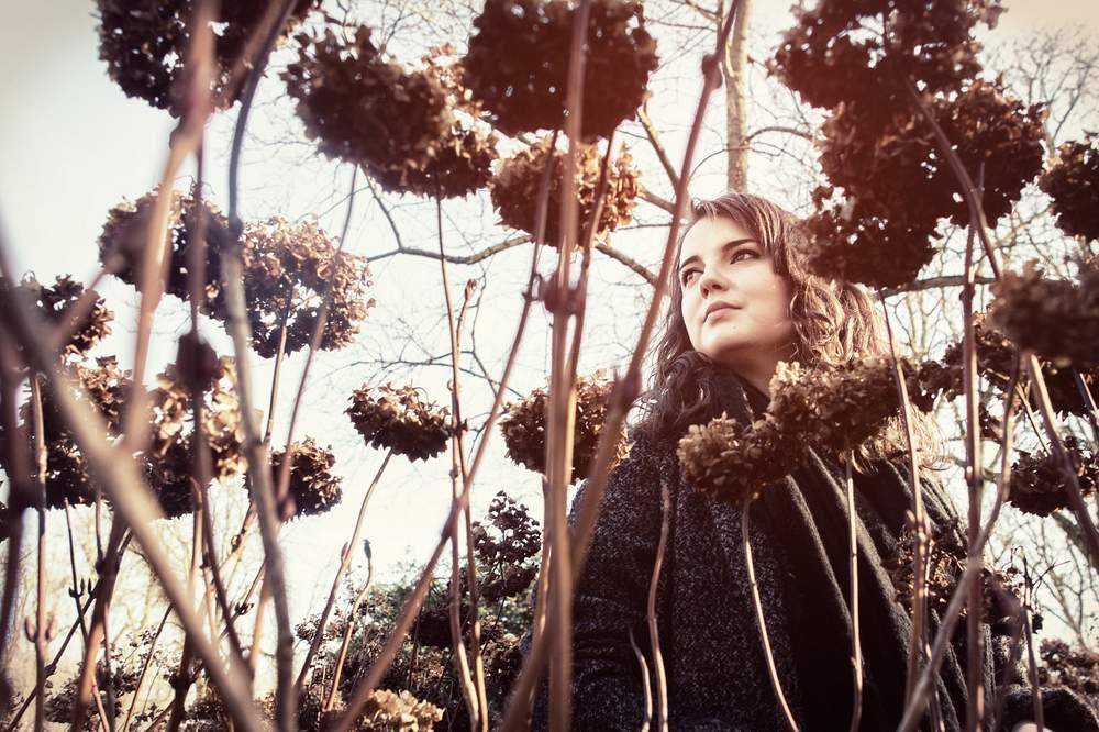 photographe portrait exterieur nancy m-a-i musicienne camille