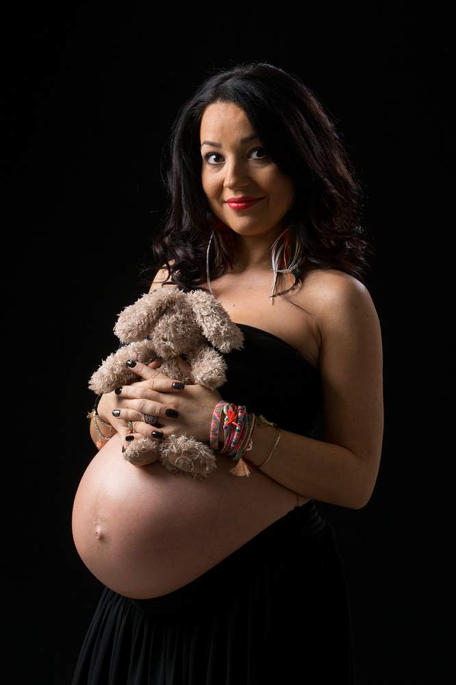 studio photographe nancy grossesse sur fond noir
